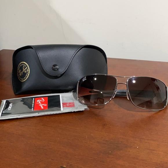 NEW Ray-ban sunglasses.